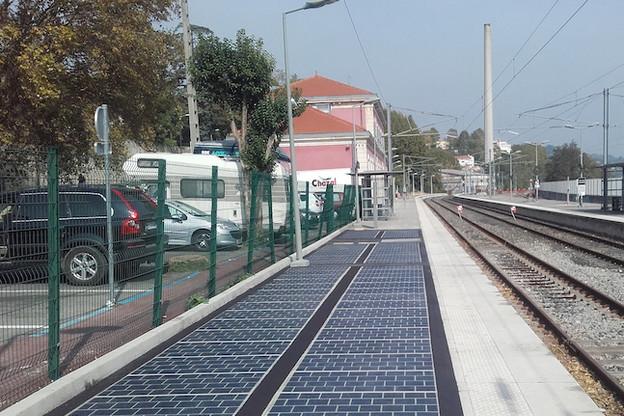 Comme ici, à Grasse, la nouvelle route solaire au Luxembourg, sur l'Eurohub à Bettembourg, sera en partie sur un espace de circulation de piétons et de deux-roues. (Photo: Wattway/Colas)