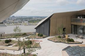 La terrasse urbaine publique surplombe la capitale aux deux derniers étages du complexe. ((Photo: Matic Zorman / Maison Moderne))