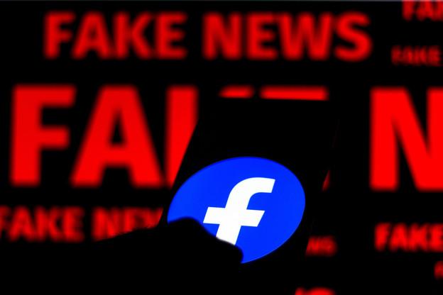First Draft a récemment établi que Facebook est le principal foyer des théories conspirationnistes à propos du vaccin. Un des exemples qu'utilise RSF pour attaquer le réseau social en justice. (Photo: Shutterstock)