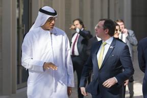 (de g. à dr.) Ahmed Al Khatib, chief development and delivery office, Expo 2020 Dubaï ; S.A.R. le Grand-Duc héritier (© SIP / Jean-Christophe Verhaegen, tous droits réservés)