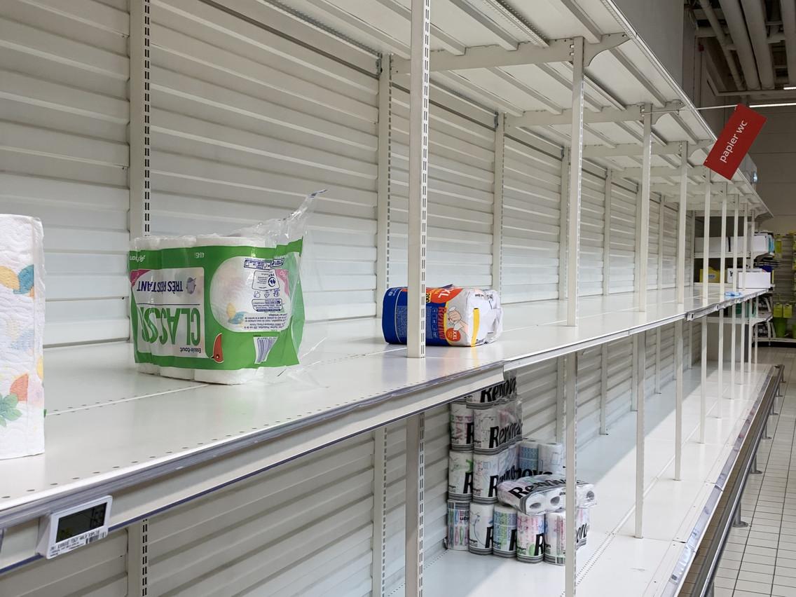 Au Kirchberg: des rayons qui ont été pris d'assaut par les clients. (Photo: Paperjam)