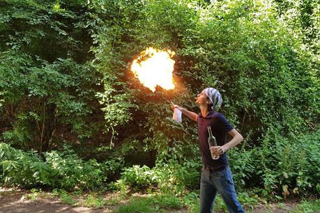 Créateur de jeux vidéo, compositeur, cracheur de feu… À 21ans, RyanFoy multiplie les casquettes. (Photo: Ryan Foy)