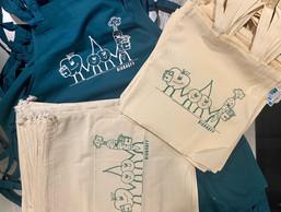 Pas de vente en ligne pour le moment, il faut contacter l'équipe pour acheter leurs sacs ou tabliers. ((Photo: Biobagfy))