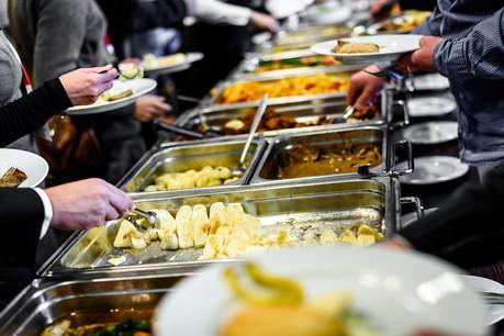 18% des salariés résidant au Luxembourg ont bénéficié de chèques-repas, de repas gratuits ou d'une cantine en 2018 en tant qu'avantages en nature. (Photo: Shutterstock)
