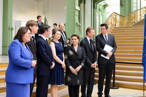 Martine Schommer (Ambassadrice de Grand-Duché de Luxembourg en France), S.A.R. le Prince Louis, S.A.R. le Grand-Duc héritier Guillaume, S.A.R. la Grande-Duchesse héritière Stéphanie, S.A.R. la Grande-Duchesse Maria Teresa, S.A.R. le Grand-Duc Henri et Lex Delles (ministre du Tourisme). ((Photo:Antoine Seiter))