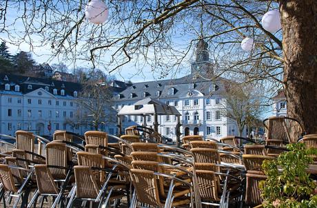 On pourrait, comme ici à Sarrebruck et sous certaines conditions, être jusqu'à 10 à table en terrasse. (Photo: Shutterstock)