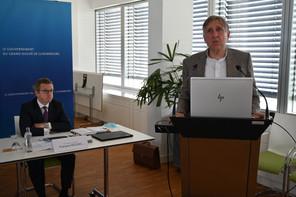 François Mousel, partner chez PwC, et François Bausch, vice-Premier ministre et ministre de la Défense, estiment les coûts pour faire fonctionner le satellite militaire à 138,3 millions d'euros. (Photo: SIP)