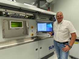 Le CEO de Saturne Technology, Walter Grzymlas, devant une de ses «Rolls-Royce» de la fabrication additive. ((Photo: Paperjam))