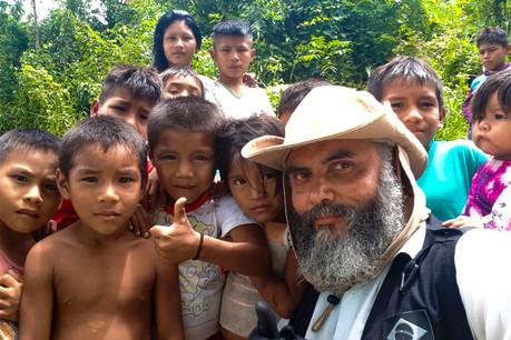 Enfants prêts d'être vaccinés en Amazonie.  Photo: B Medical Systems