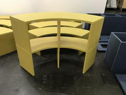 En assemblant deux bancs, on obtient une étagère. ((Photo: Paperjam))
