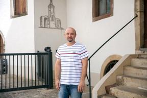 Frank Schumacher, 43 ans, s'est dirigé vers des études d'œnologie pour reprendre le domaine. ((Photo: Romain Gamba/Maison Moderne))