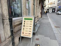 Rue du Fort Neipperg, Trouvailles met l'accent sur les petits prix avec des pièces mainstream. ((Photo: Maison Moderne))