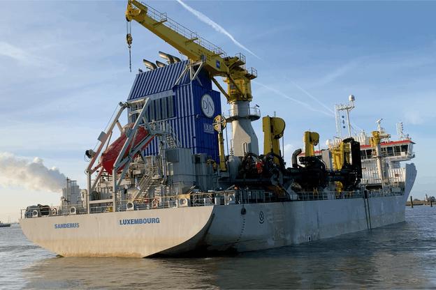 Le Sanderus, un navire de 111,7mètres de long, en activité depuis février2020, est l'une des dragues de toute dernière génération de Jan De Nul, à émissions ultra-faibles, «un navire résolument engagé dans le 'green shipping'», selon FranzFayot. (Photo: Maison Moderne)