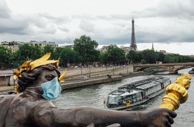 L'Île-de-France est la plus grande région concernée par le couvre-feu aux airs de reconfinement progressif. (Photo: Shutterstock)