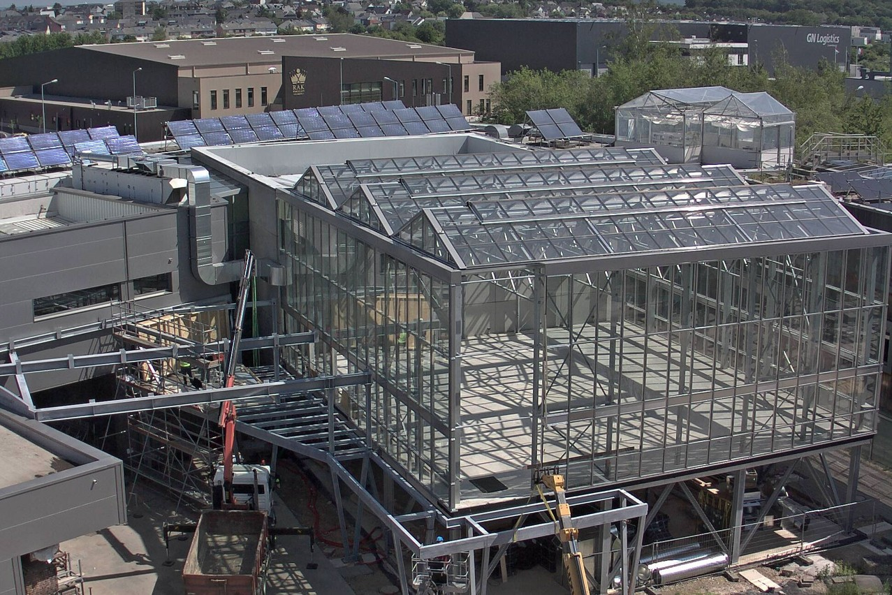 Sur le toit du restaurant de l'IFSB, une serre haute de deux niveaux a été construite. (Photo: IFSB)