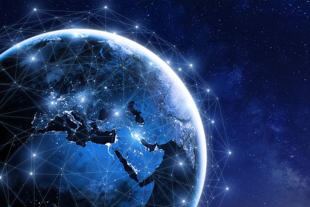 Le patron du régulateur américain a publié un draft du document qui va organiser le déploiement de la 5G. À la clé, jusqu'à 15 milliards de dollars pour les principaux opérateurs de satellites. (Photo: Shutterstock)