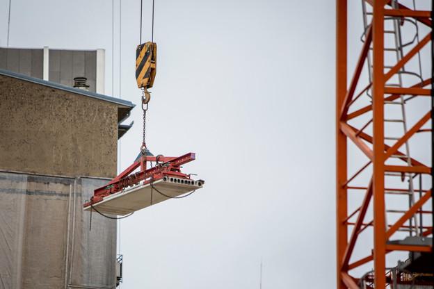La pénurie de matériaux dans la construction ne s'est pas résolue depuis avril, et les prix continuent d'augmenter. (Photo: Maison Moderne)