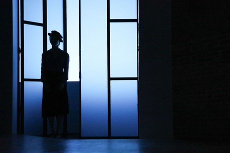 Eugénie Anselin incarne Erisna dans«Vêtir ceux qui sont nus», ce week-end au Grand Théâtre. (Photo: Boshua)