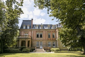 Une vue de l'extérieur, à l'arrière de la villa. ((Photo: Romain Gamba/Maison Moderne))