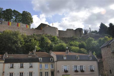 Le château domine la petite ville «balnéaire», car un établissement thermal y a existé au 19esiècle. (Photo: Shutterstock)
