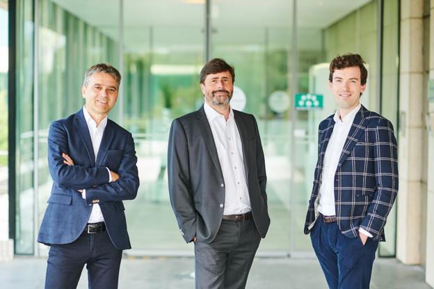 Sigma Conso voit sa gouvernance évoluer avec l'arrivée de Patrick Van Deven (à gauche) en tant que président du conseil d'administration, tandis que DominiqueGalloy (au centre) reste CEO – Filip Van Innis (à droite) est l'investment director de Fortino Capital. (Photo: Benjamin Brolet/Sigma Conso)