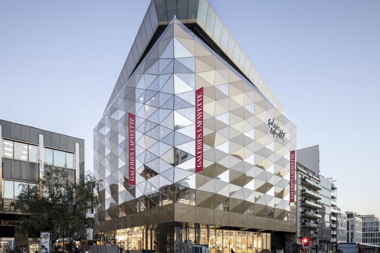 C'est la première fois que l'enseigne française s'installe au Luxembourg. Le magasin, d'une superficie de 6.500m2 et qui emploie 190 personnes, dispose de six niveaux dédiés à la mode, à la maison et à la beauté, et présente au total plus de 300 marques premium et luxe.  (Photo: 11h45)