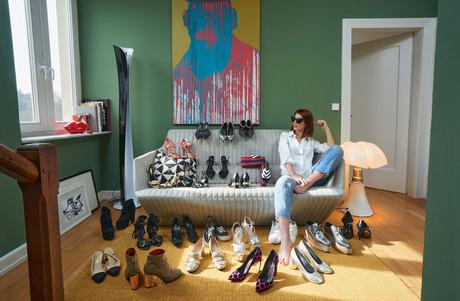 Jennifer Boistelle a un faible pour les chaussures, avec une préférence pour celles à talons. (Photo: Andrés Lejona / Maison Moderne)