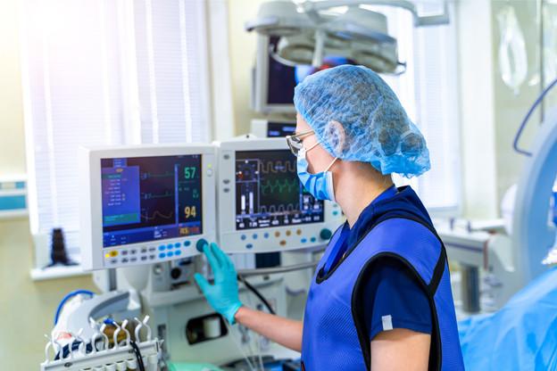 Les hôpitaux du pays restent sous tension, même si cette dernière a légèrement diminué samedi. (Photo: Shutterstock)
