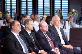 Roger Lampach (LuxConnect) et Claude Demuth (LU-CIX), François Biltgen (Cour Justice Européenne) et Didier Wasilewski (Cegecom) ((Photo: Nader Ghavami))