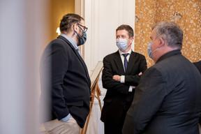Daniel Jordao à gauche, Olivier Maes (Ministère des Affaires étrangères) au centre, Erny Korn à droite (Jan Hanrion / Maison Moderne Publishing SA)