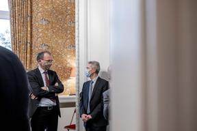 John Marshall (Ambassadeur du Royaume-Uni au Luxembourg) à gauche et Patrick Geortay (Linklaters) à droite (Jan Hanrion / Maison Moderne Publishing SA)