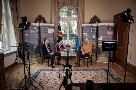Interview de l'Ambassadeur du Royaume-Uni John Marshall par Duncan Roberts, journaliste Delano. Jan Hanrion / Maison Moderne Publishing SA