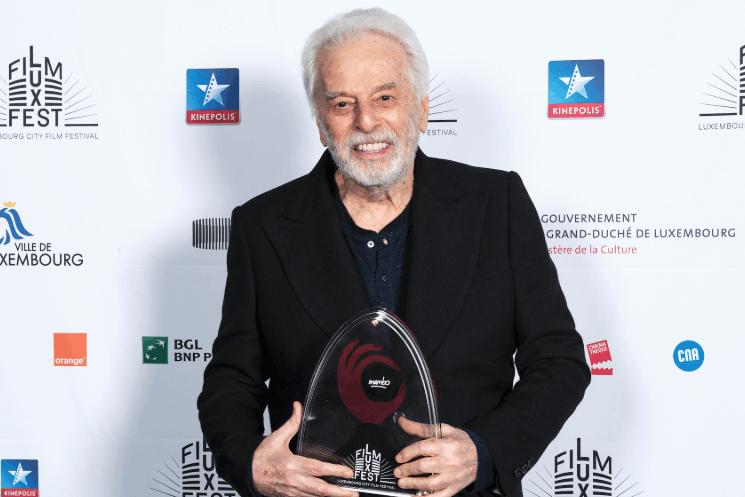 Le cinéaste Alejandro Jodorowsky, avec son prix d'honneur. (Photo: CNA/Romain Girtgen)