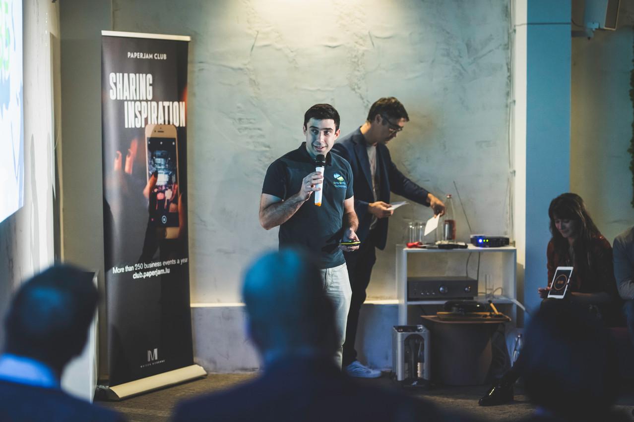 Le CEO d'Ama MunduTechnologies, VincentPopoff, présente sa solution lors du quatrième round des «Start-up Stories», mercredi 13 novembre, dans les locaux de TheOffice. (Photo: Arthur Ranzy)