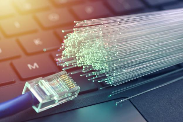 À la reprise de sa cotation, le titre de Solutions30, spécialiste de la fibre optique et des compteurs intelligents, a perdu plus des trois quarts de sa valeur. (Photo: Shutterstock)