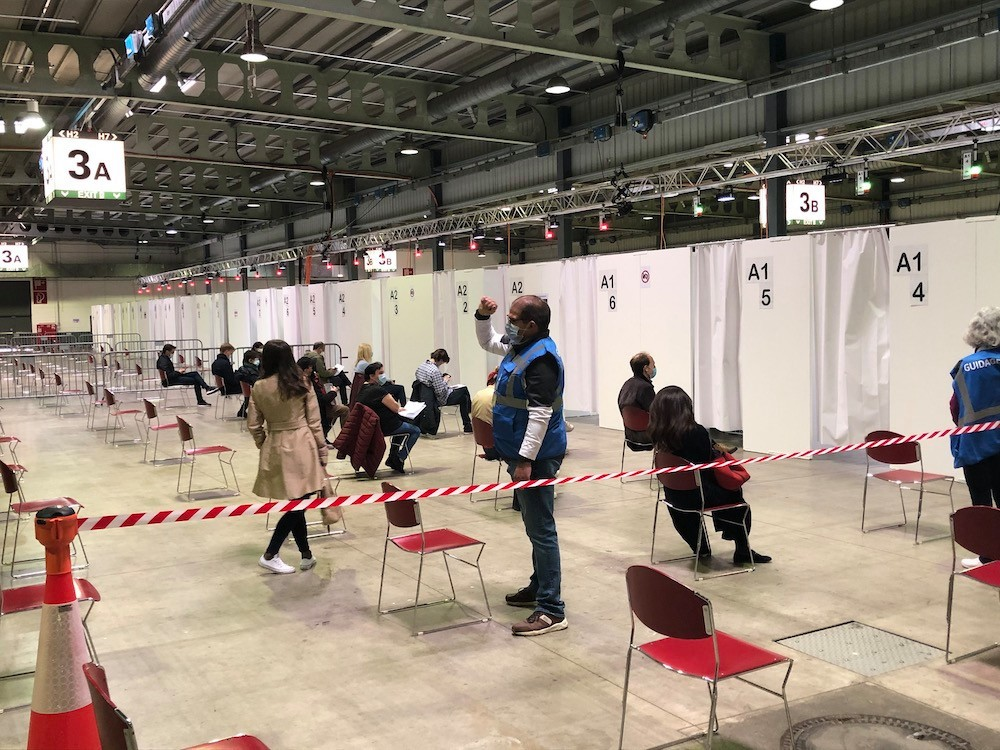 Administration of covid-19 jabs will switch from vaccination centres (like the one at Luxexpo, pictured in May 2021) to doctor's offices starting next month, according to the health ministry. Photo: Julien Carette / Maison Moderne