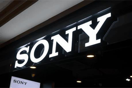 Avec plus de 5 millions d'unités écoulées pour le casque PlayStation VR, proposer des expériences en réalité virtuelle pourrait être un véritable atout pour Sony face à ses concurrents. (Photo: Shutterstock)