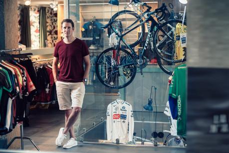 Andy Schleck n'est pas conservateur mais s'est quand même offert une petite galerie de souvenirs dans son magasin d'Itzig. (Photo: Edouard Olszewski)