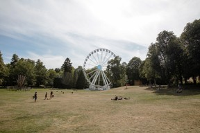 Au parc Kinnekswiss, il est possible de monter dans la grande roue pour une vue en hauteur sur Luxembourg. ((Photo: Romain Gamba / Maison Moderne))