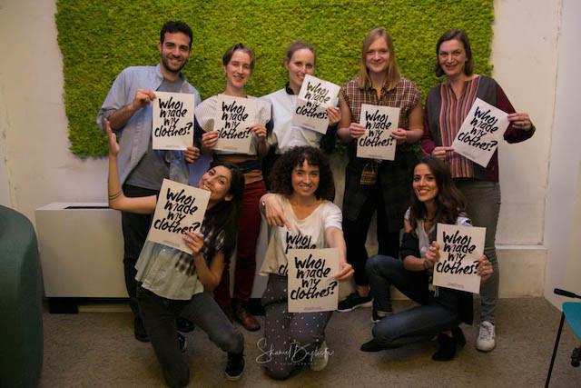La Fashion revolutiona invité chacun à poster sur les réseaux sociaux une pièce de son dressing avec le hashtag #WhoMadeMyClothes et interpeller ses marques préférées sur leur engagement social et environnemental. (Photo: What Eve Wears )