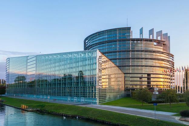 Les sessions plénières du Parlement européen doivent se tenir à Strasbourg, selon le traité de Maastricht, même si les «imprévisibilités inhérentes à la procédure budgétaire» peuvent conduire les eurodéputés à voter à Bruxelles, estime la CJUE. (Photo: Shutterstock)