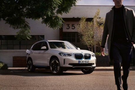 La toute première BMW iX3. WLTP/NEDC : 0 l/100 km – 0 g/km CO 2 . Crédits : BMW