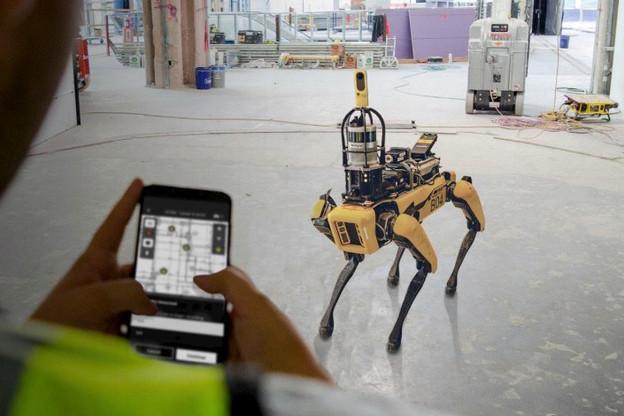 Les Spot de Boston Dynamics permettent d'aller mesurer les avancées sur les chantiers. Et de gagner du temps et de l'argent, mais pas de construire des maisons. (Photo: Boston Dynamics)