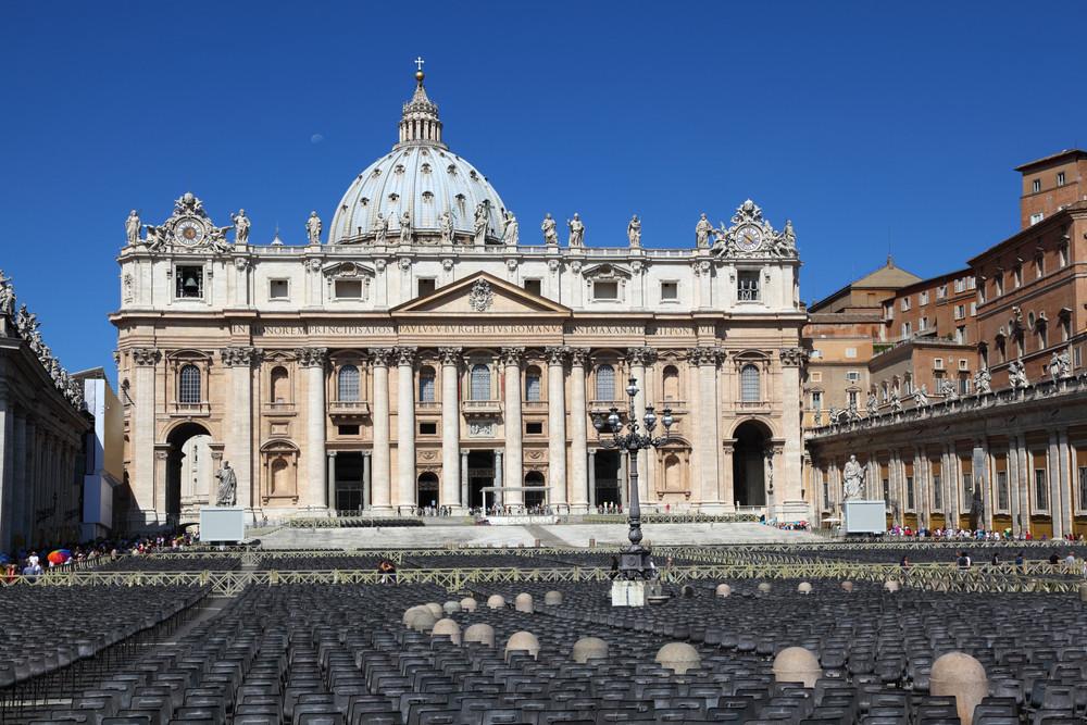 Les églises (ici, la cathédrale Saint-Pierre à Rome) vont pouvoir rouvrir en Italie. (Photo: Shutterstock)