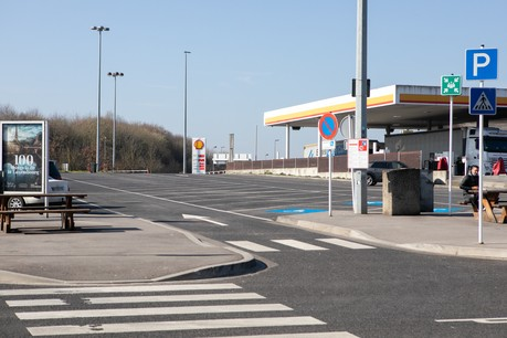Pas rentable, le take-away sur les aires d'autoroute reste un service important pour les clients. (Photo: Matic Zorman / Maison Moderne)