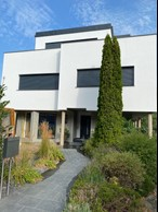 L'extérieur de cette maison à Ernster, après l'achèvement d'un relooking total et d'un agrandissement majeur, qui a plus que triplé sa surface. Les travaux se sont terminés en 2021. ((Photo: Batipol))