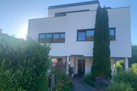 Cette maison à Ernster a subi un relooking total et un agrandissement important entre 2019 et 2021. (Photo: Batipol)