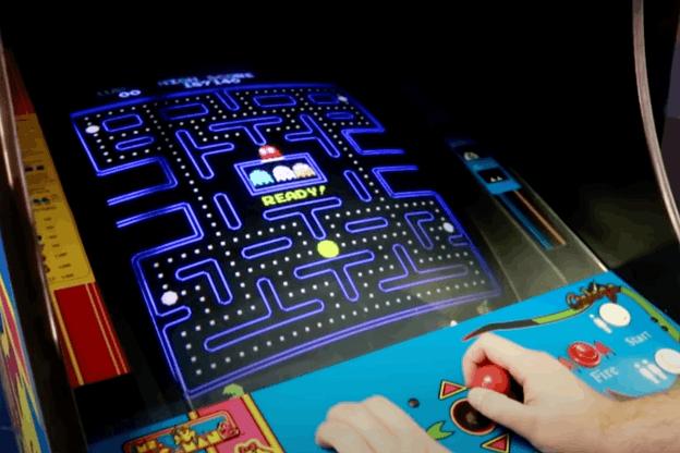 Deux réseaux de neurones artificiels peuvent recréer le jeu d'arcade le plus célèbre de l'histoire sans aucune infrastructure de jeu. Une technologie qui pourrait être utile à la voiture autonome. (Photo: Capture d'écran Youtube/Nes Ninja)