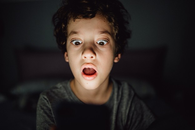 Au Luxembourg, 30% des enfants de 7 à 12ans possèdent leur propre équipement et sont vulnérables à une exposition à des contenus non appropriés. Et près de 70% des parents n'exercent aucun contrôle ni ne mènent aucune discussion au sujet de leur activité. (Photo: Shutterstock)