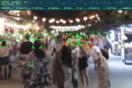 Après cinq ans de bataille juridique, la CJUE va demander à trois États membres de mettre fin à une surveillance de masse, tandis que la reconnaissance faciale continue à être déployée. (Photo: Shutterstock)